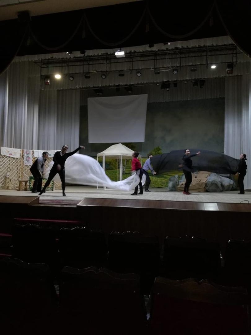 Нефтекама филармонияһы сәхнәһендә «Үҙ иленең бөйөк шағиры» исемле театраллашырылған музыкаль программаһының репетициялары үтә.